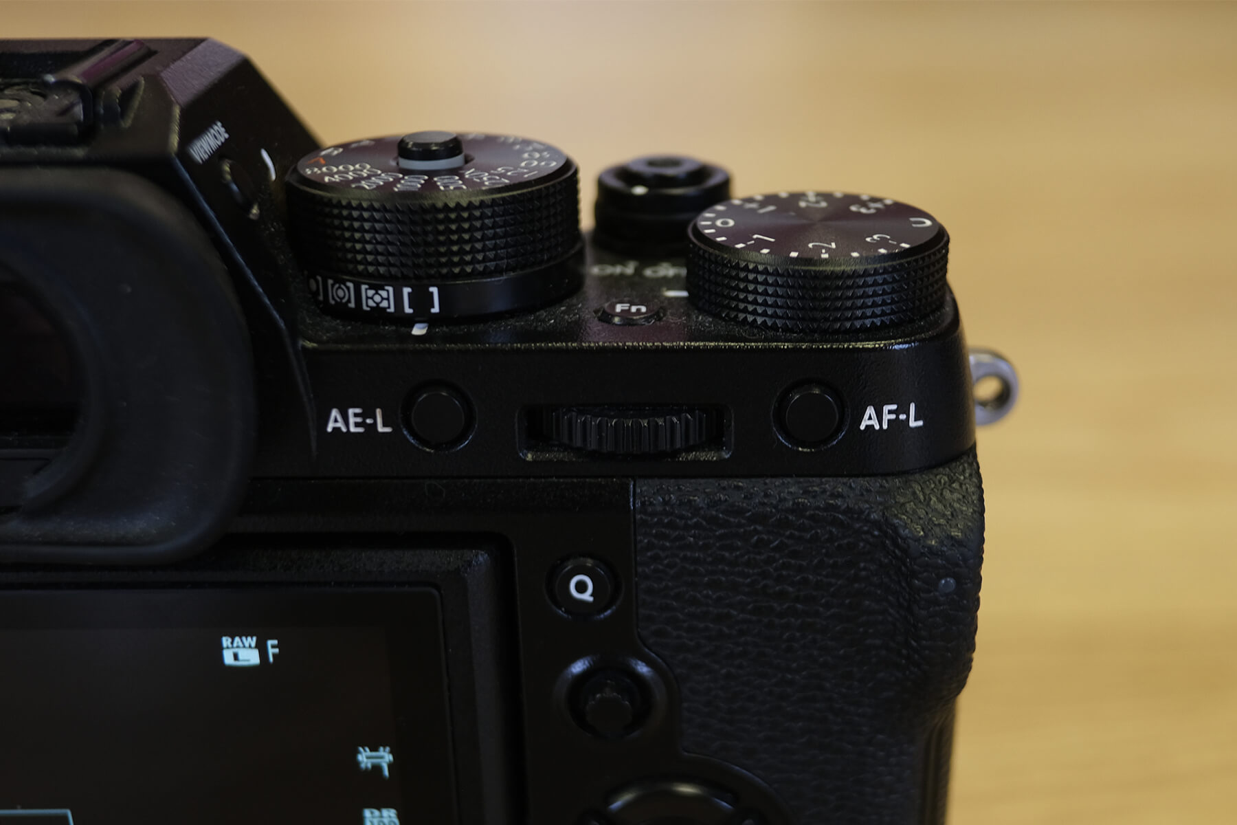 Camera AE-L and AF-L buttons